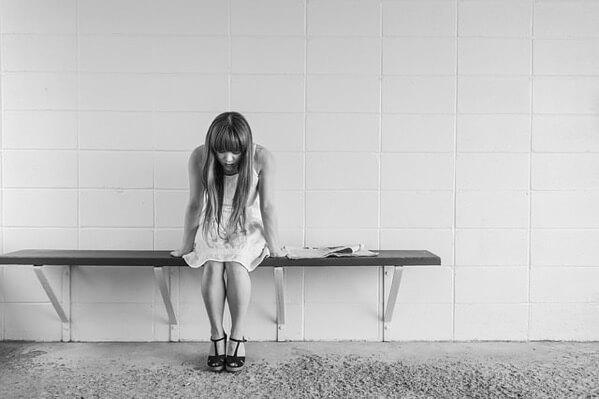 Worried girl 413690 640 mini